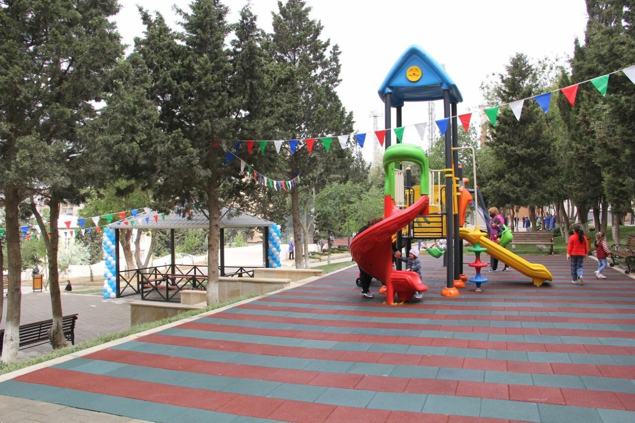 В Баку продолжается благоустройство дворов, нуждающихся в ремонте