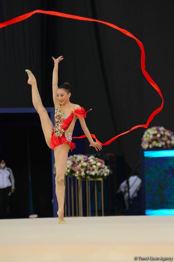 Красота и грация - Лучшие моменты второго дня соревнований Кубка мира по художественной гимнастике в Баку