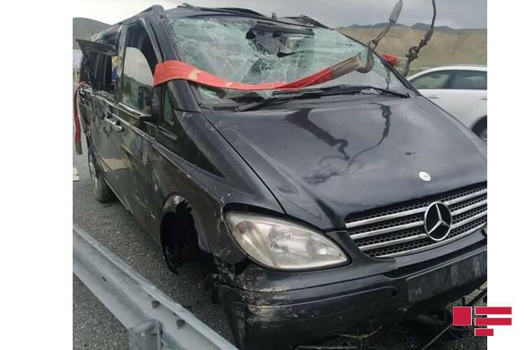 Следовавший из Баку в Загаталу микроавтобус попал в аварию