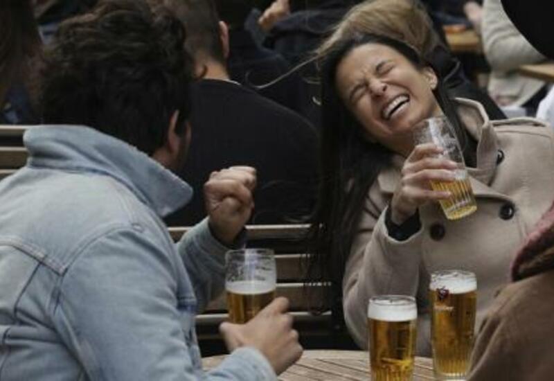 В Брюсселе открылись кафе, а в Греции — пляжи