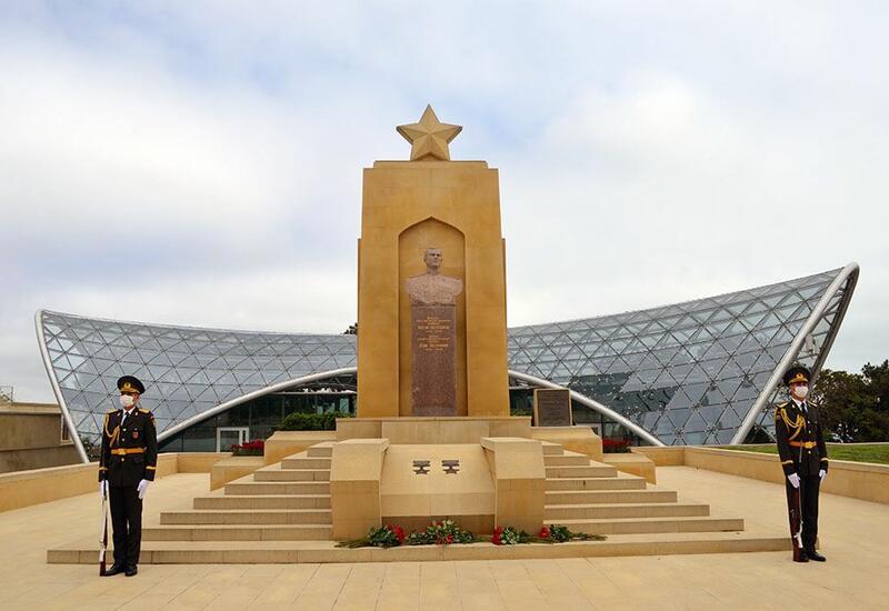 Руководство Минобороны Азербайджана почтило память погибших во Второй мировой войне
