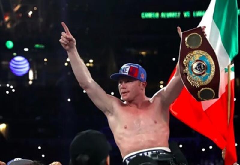 Лучший боксер мира отстоял три чемпионских пояса