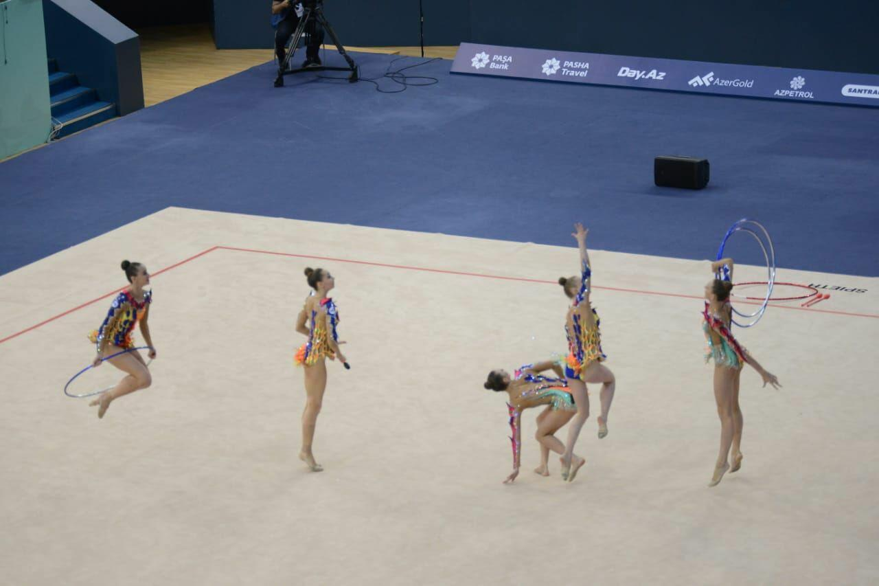 Команда Болгарии заняла первое место на Кубке мира в Баку в групповых упражнениях с тремя обручами и двумя парами булав