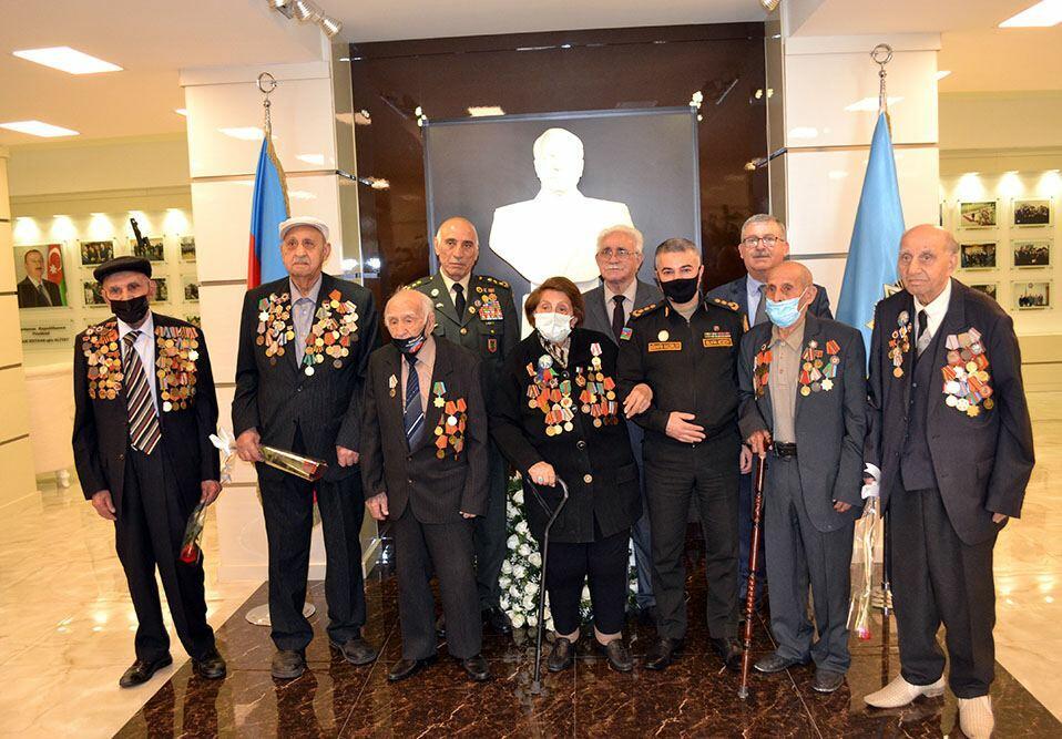 Офицеры минобороны встретились с ветеранами Второй мировой войны