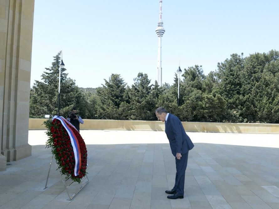 Глава МИД России почтил в Шехидляр хиябаны память героических сынов Азербайджана