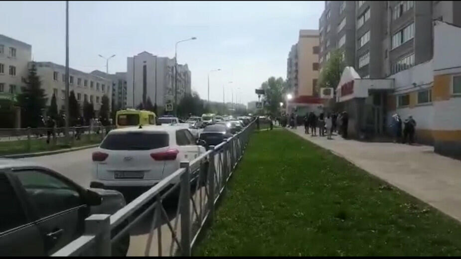 В школе Казани неизвестные открыли стрельбу