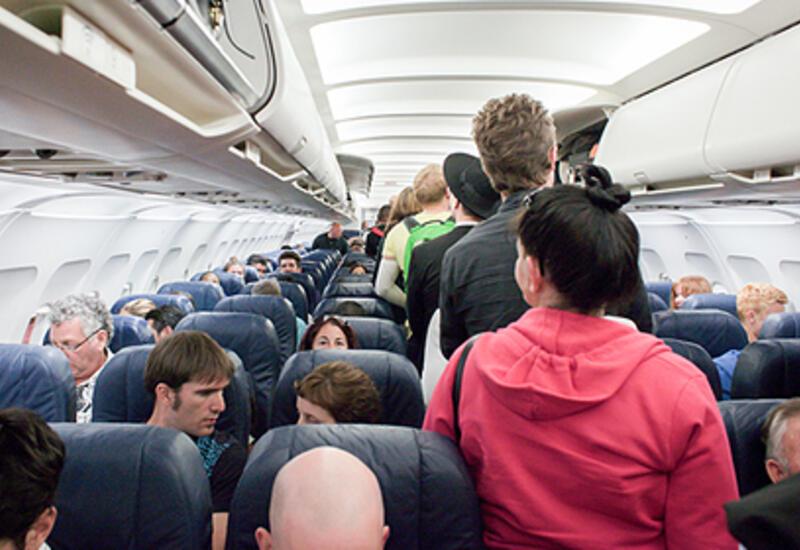 Стюардесса раскрыла главные ошибки пассажиров во время полета