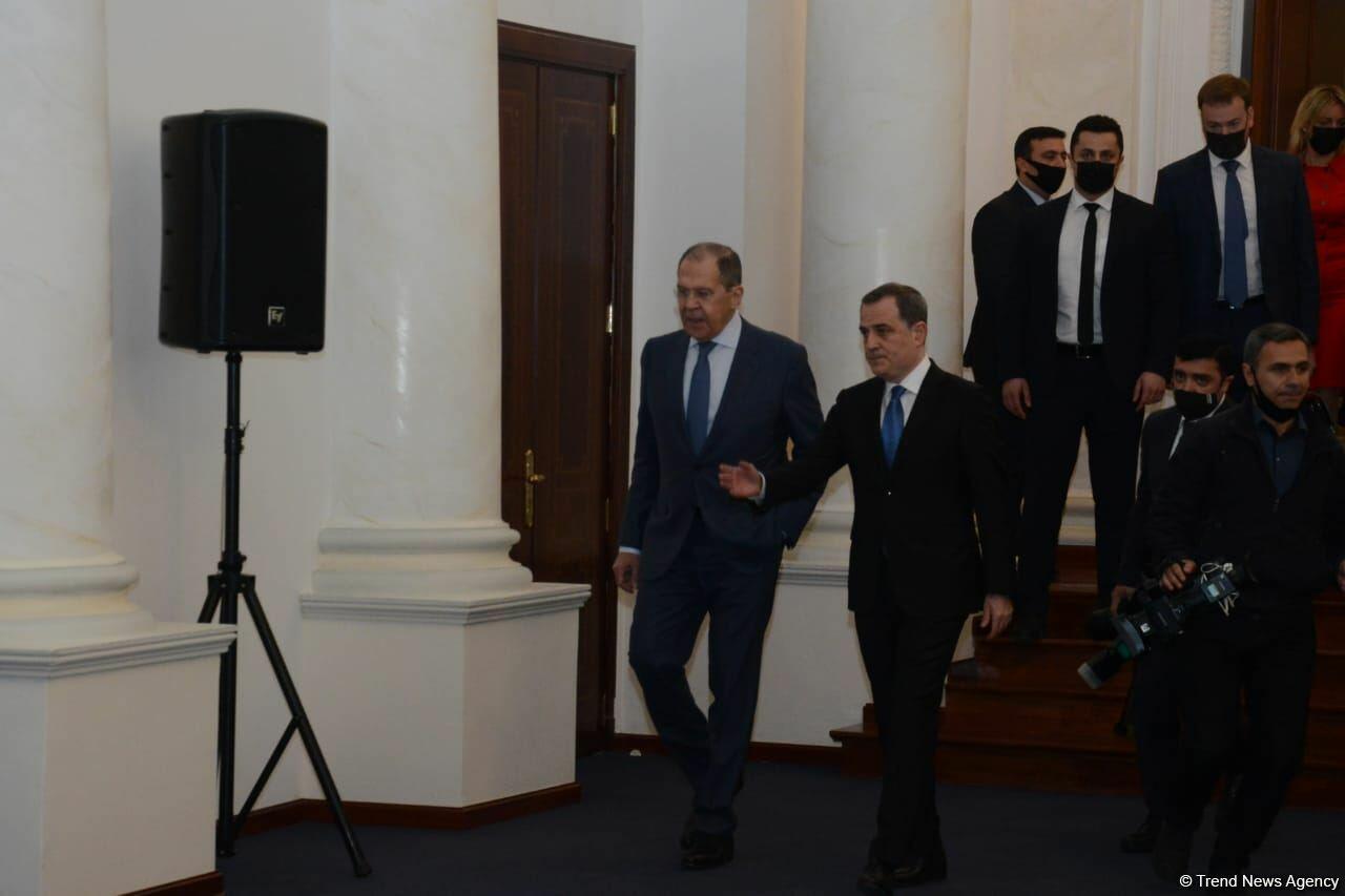 В Баку прошла пресс-конференция глав МИД России и Азербайджана