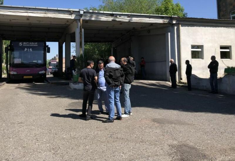 В Ереване началась забастовка водителей