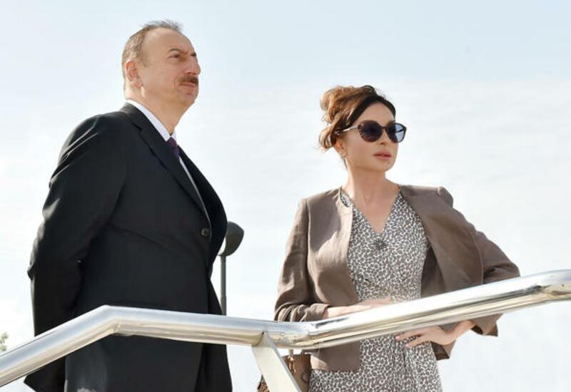 Президент Ильхам Алиев и Первая леди Мехрибан Алиева находятся в поездке в Шуше