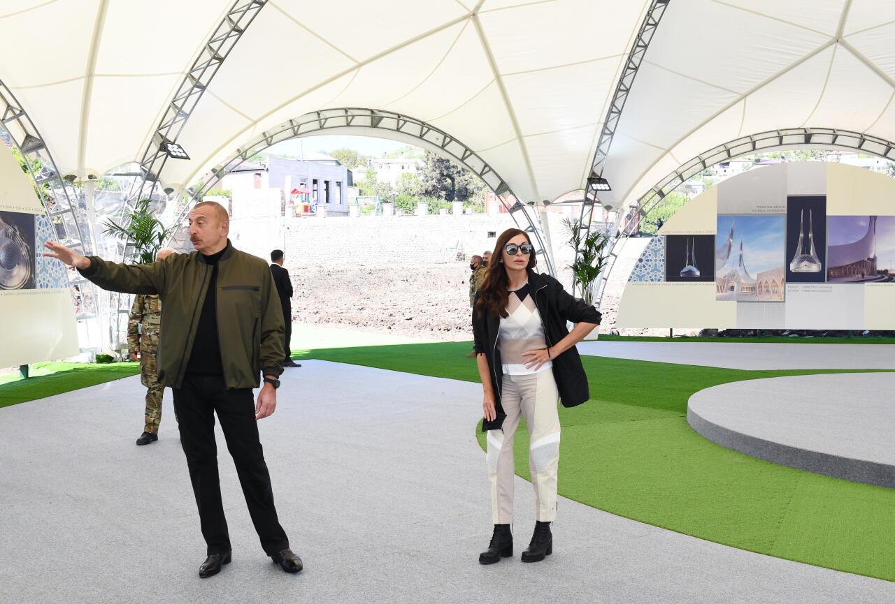 Президент Ильхам Алиев заложил фундамент новой мечети в Шуше
