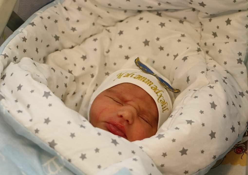 Фонд YAŞAT откроет счета в банке на имена трех новорожденных детей шехидов