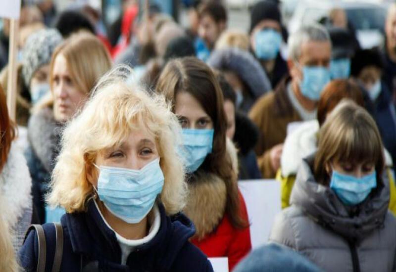 Вакцинированным американцам разрешили не носить маски
