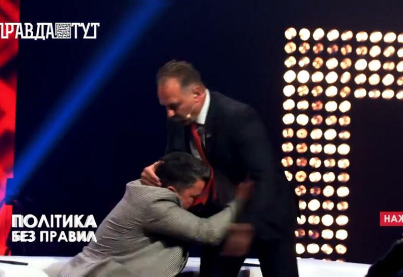 Украинского депутата избили в прямом эфире