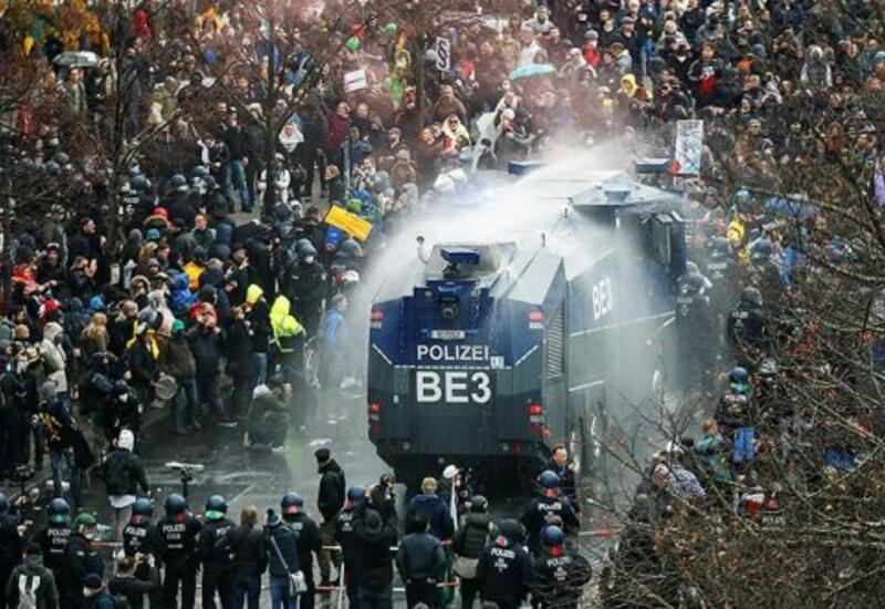 Полиция Парижа применила водометы для разгона пропалестинской манифестации