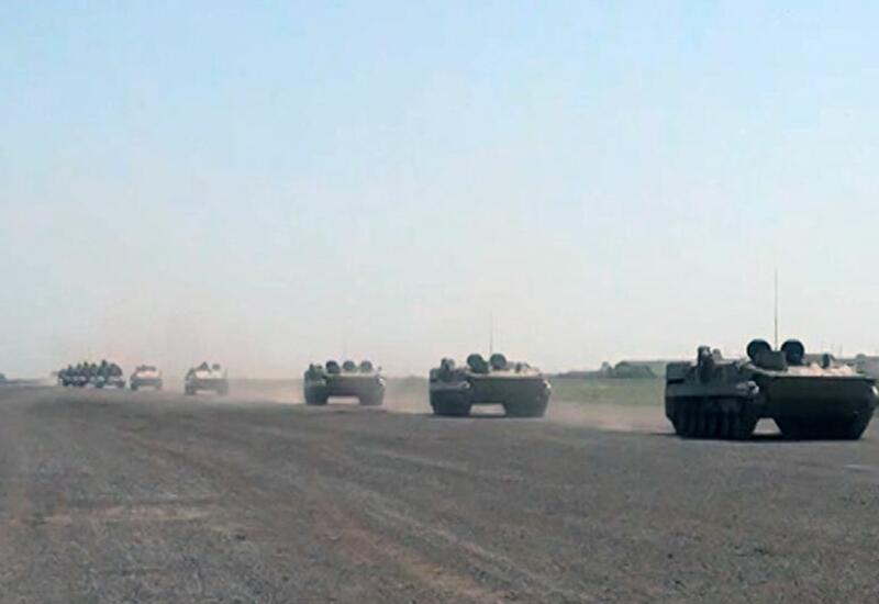 Ракетные и артиллерийские подразделения ВС Азербайджана выдвигаются по обозначенным маршрутам