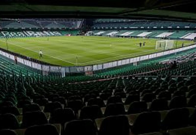 Испанские футбольные фанаты возвращаются на трибуны