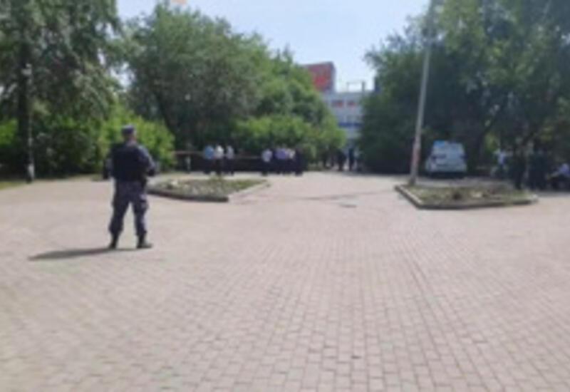 В России мужчина напал на прохожих