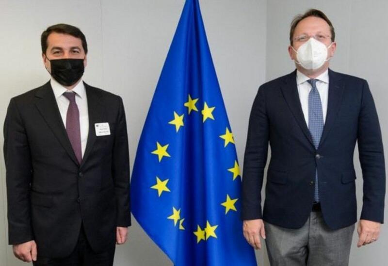 Хикмет Гаджиев встретился с Еврокомиссаром по вопросам соседства и расширения