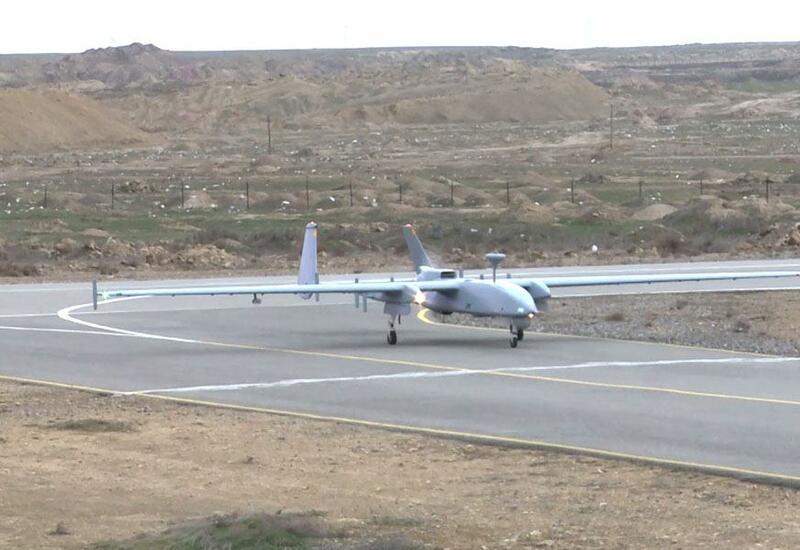Азербайджанские беспилотники ведут воздушную разведку