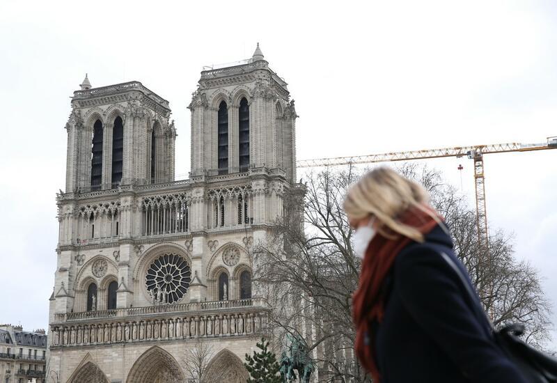 Площадь в Париже временно закрыли из-за свинцовой пыли
