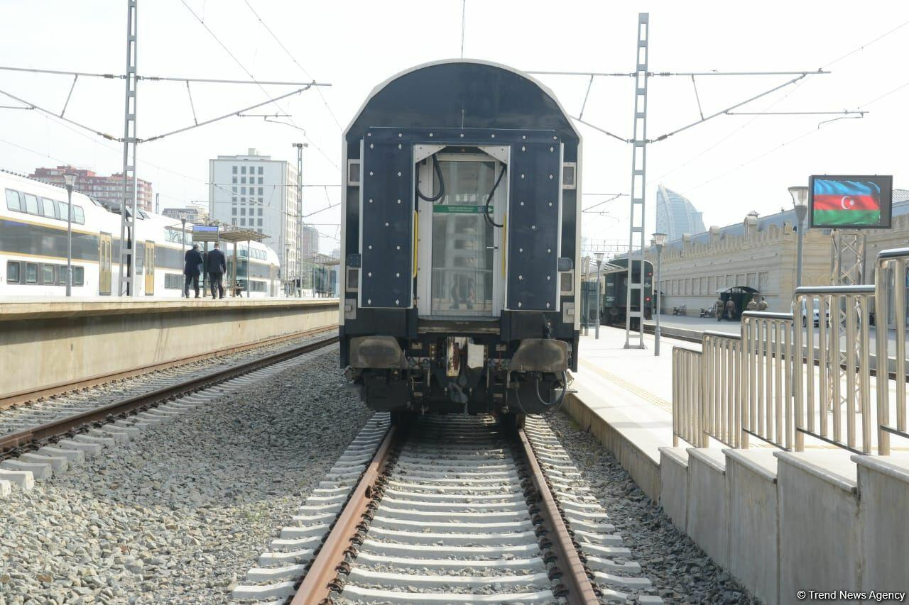 Сегодня из Баку отправился первый поезд в Габалу