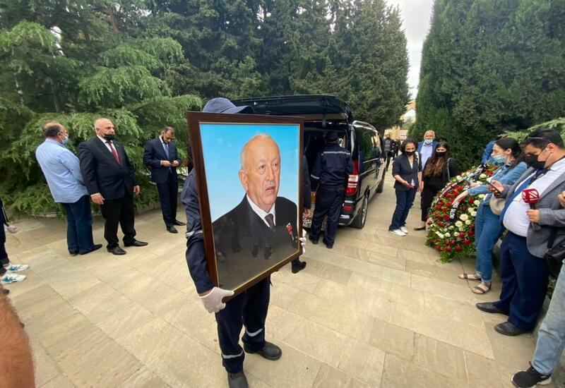 В Баку прошла церемония похорон народного художника Таира Салахова