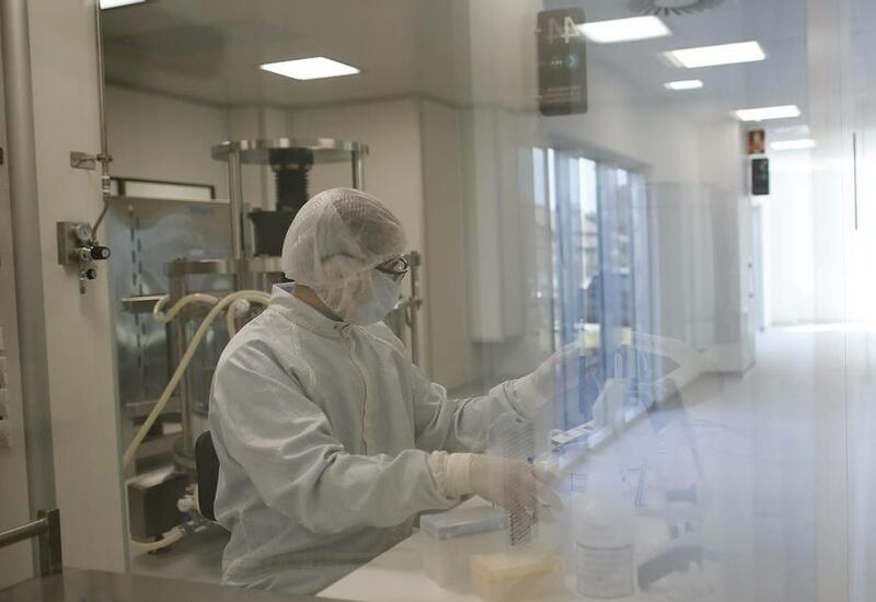 Ученые считают, что выявили связь случаев тромбоза с вакцинами AstraZeneca и J&J