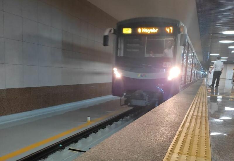 В бакинском метро молодой человек упал на рельсы