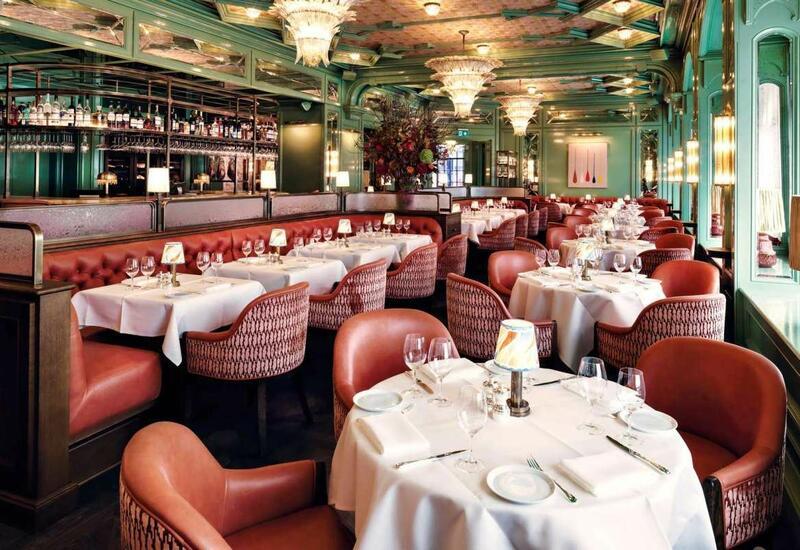 В Швейцарии открылись залы ресторанов