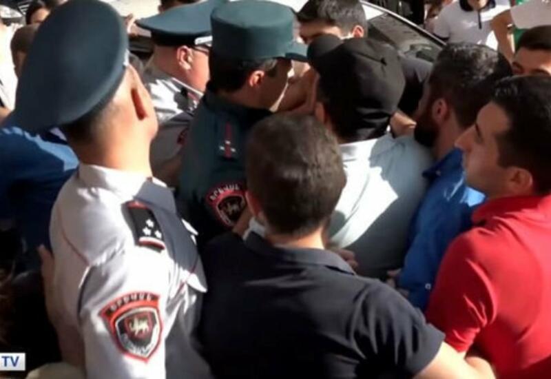 В Ереване прошла акция протеста из-за скрытия тел погибших военнослужащих