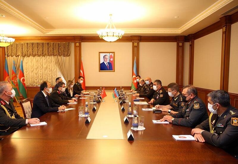 Азербайджан и Турция обсудили перспективы развития военного сотрудничества
