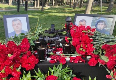В Баку чтят память журналистов, погибших в результате подрыва на мине в Кельбаджаре - ФОТО - ВИДЕО