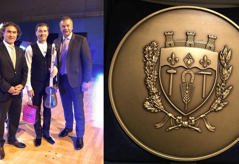 Впервые азербайджанский музыкант удостоен именной медали французского города Карьер-су-Пуасси