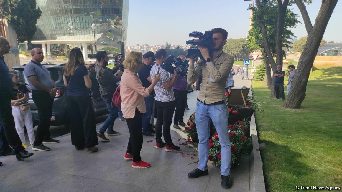 В Баку чтят память журналистов, погибших в результате подрыва на мине в Кельбаджаре