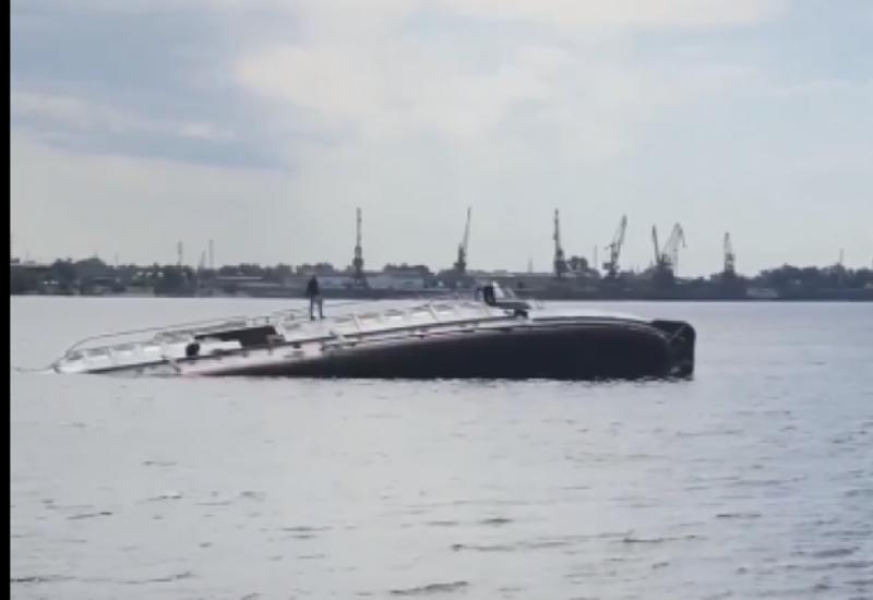 В России затонул теплоход