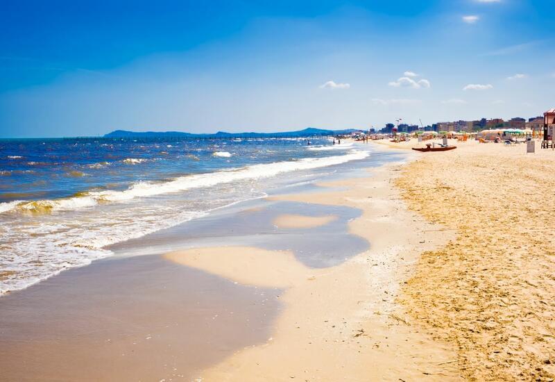 Гостям пляжей Сардинии грозят штрафы до 3 тыс. евро