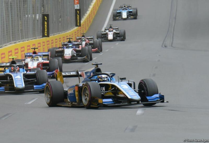 В Баку стартовала третья спринтерская гонка Формулы-2