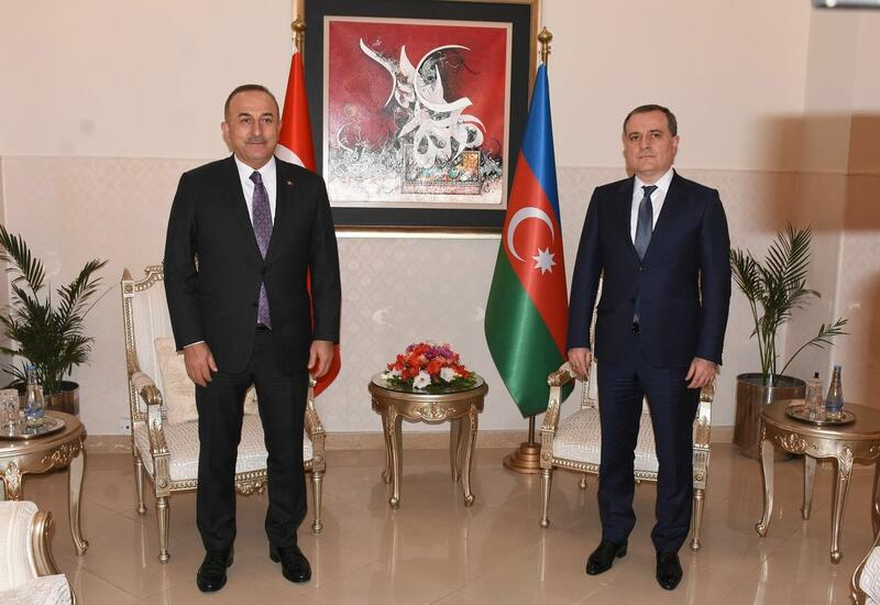 Джейхун Байрамов и Мевлют Чавушоглу обсудили ситуацию в регионе