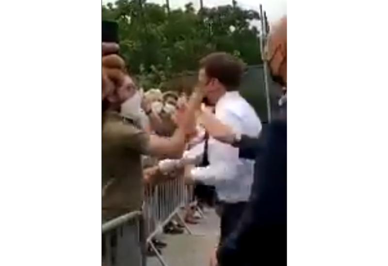 Макрона ударили по лицу во время общения с гражданами