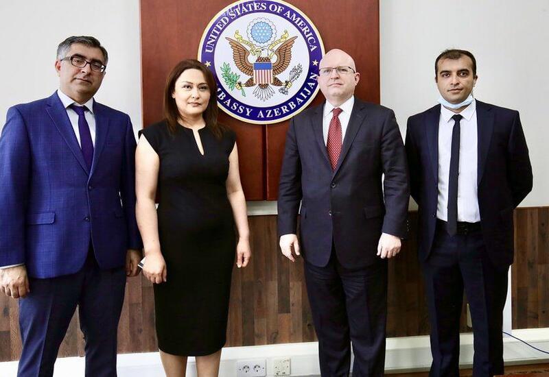 И.о. помощника госсекретаря США по делам Европы и Евразии встретился с представителями гражданского общества Азербайджана