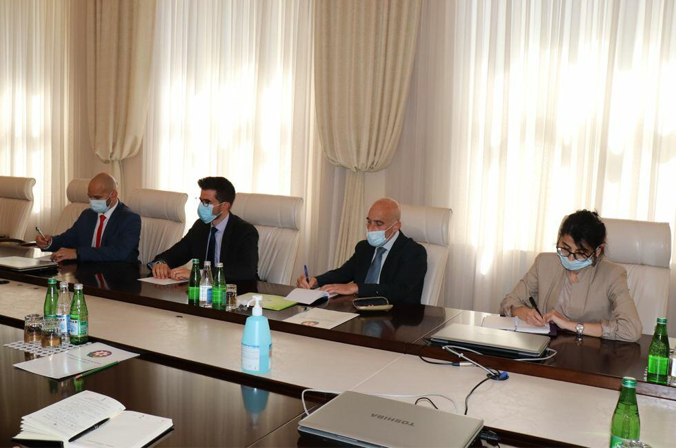 Теймур Мусаев на переговорах с послом Израиля