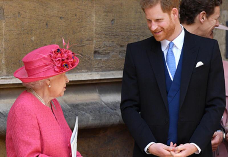 Елизавета II решила помириться с принцем Гарри и пригласила его отобедать