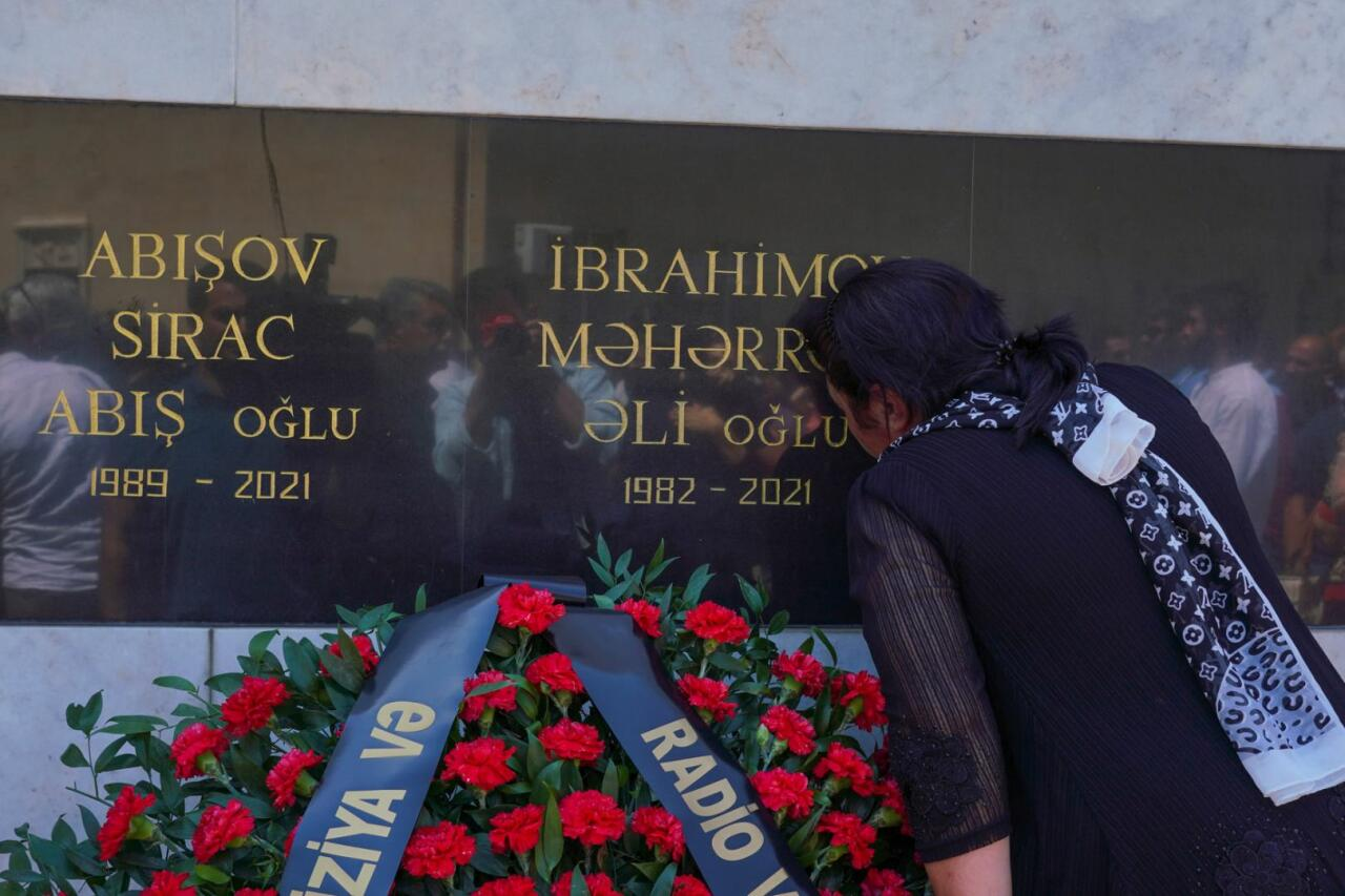 В Баку увековечена память журналистов, подорвавшихся на мине в Кельбаджаре
