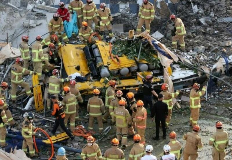 В Южной Корее дом рухнул на автобус, много погибших