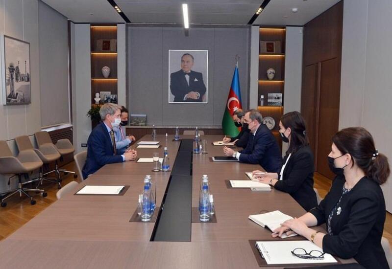 Азербайджан поблагодарил Великобританию за помощь в разминировании освобожденных территорий