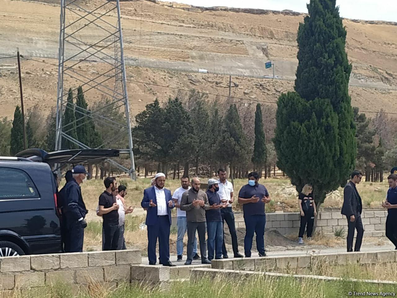 В Баку прощаются с народным артистом Рамизом Азизбейли