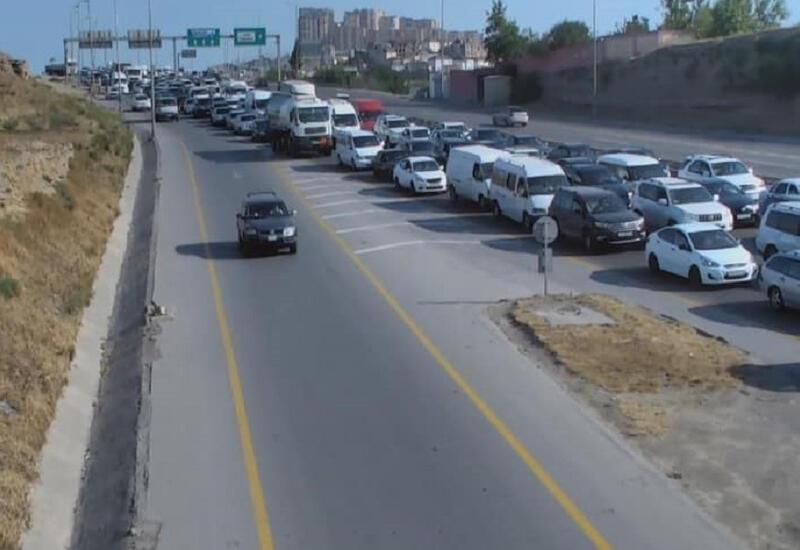 В Баку из-за ДТП образовалась крупная пробка