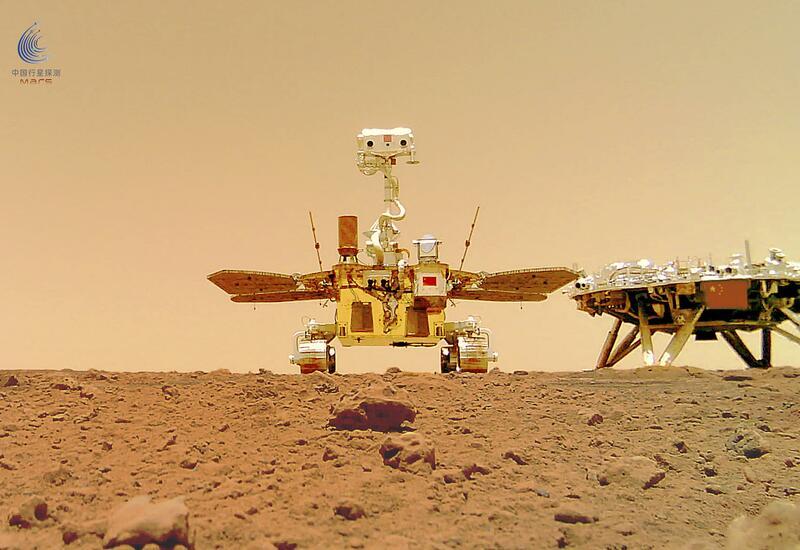 Китайский марсоход сделал первое селфи на Марсе