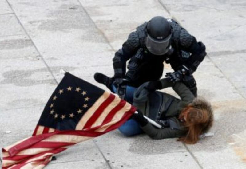 В США по делу о штурме Капитолия невиновных бросают за решетку
